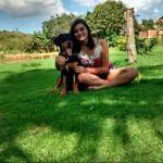 Jovem procura cão desaparecido no Bairro Guaxindiba